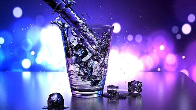 Woda do biura? Skorzystaj z oferty profesjonalnej firmy