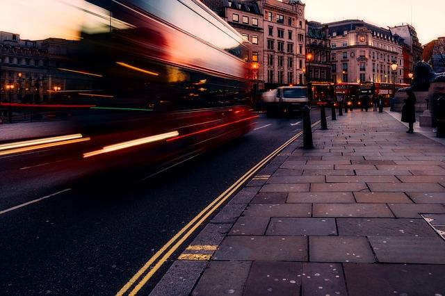 Przewozy autokarowe – po czym poznać rzetelną firmę przewozową?